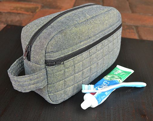 Men's zippered toiletry bag free sewing pattern