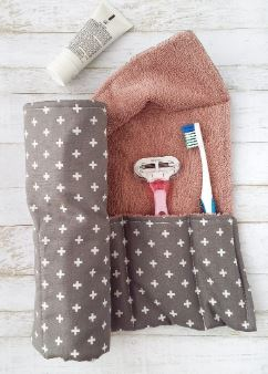 Travel roll-up for toiletries free sewing pattern