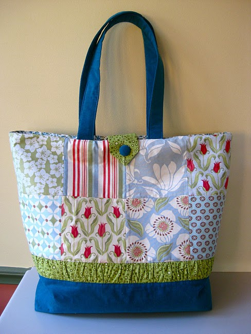 Tote bag with flat bottom free sewing pattern