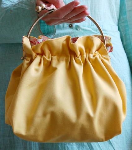 Gathered handbag with metal handle free sewing pattern