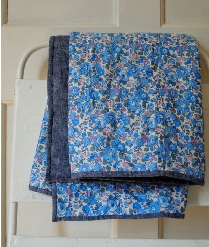 Wholecloth baby quilt free pattern