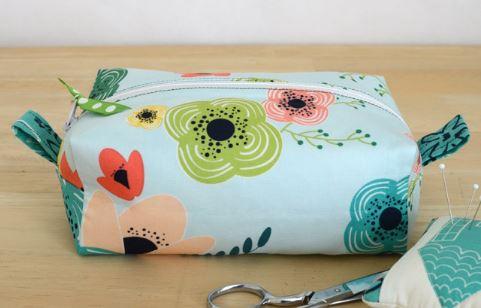 Fabric zipper box bag from fat quarter free sewing pattern