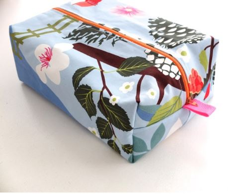 Zippered box style toiletry bag free sewing pattern